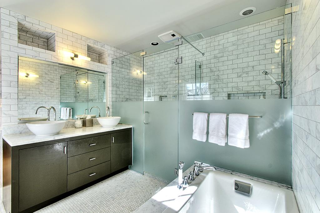 Master bath decorating trends 2015 2016 loretta j for Trends in bathroom tile