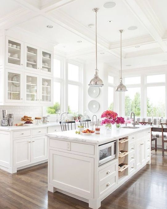 White kitchen better homes garden for Home garden kitchen design