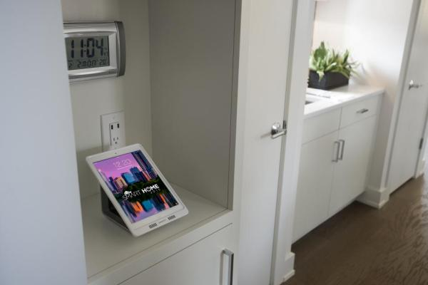HGTV Smart Home 2015~Docking Station