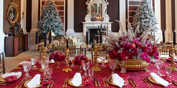 Holiday Table Color Theme by Carolyne Roehm, Architectural Digest