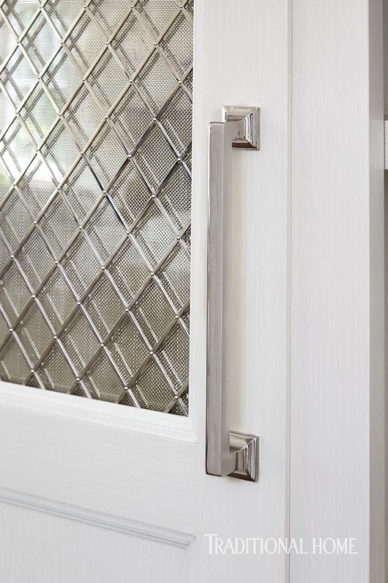 Inspired design white kitchen trends loretta j willis for Cabinet hardware trends